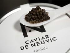 LE CAVIAR DE NEUVIC (DORDOGNE) A LA BOUTIQUE NOIRE DU PRINTEMPS PARIS